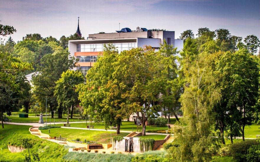 Lietuvos NT rinkoje suspindo ne tik pajūris: laisvų butų šiame kurorte beveik nebeliko, o kainos auga kaip ant mielių
