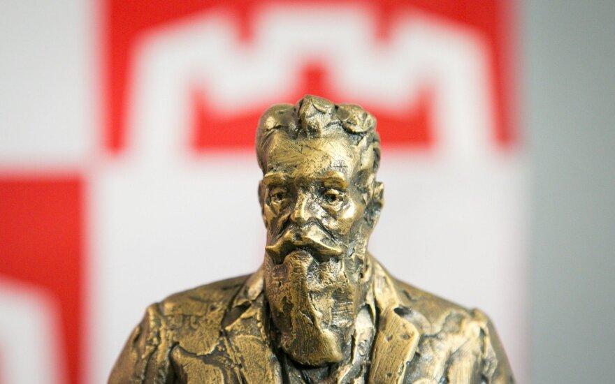 Vilniaus meras susitiko su skulptūros J. Basanavičiui konkurso nugalėtoju