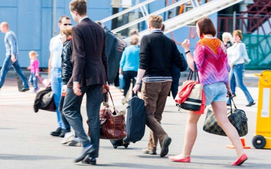 """Įspėjimas keliaujantiems: atnaujinamas """"juodasis"""" oro transporto bendrovių sąrašas"""