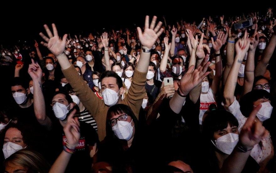 Barselonoje roko koncerte šėlo 5 tūkst. žmonių