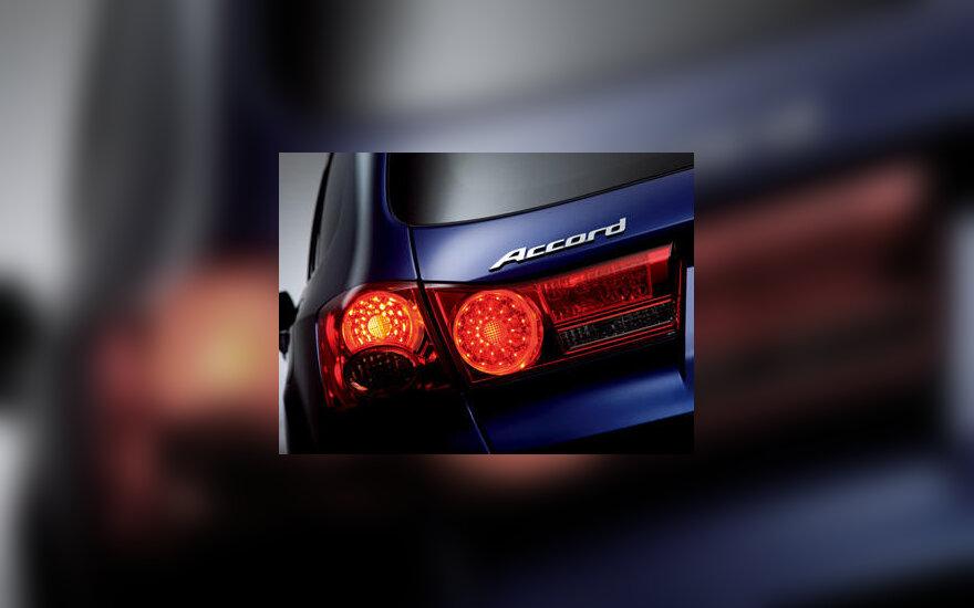 """Naujojo """"Honda Accord"""" galinis žibintas"""