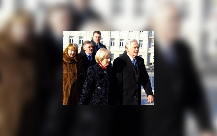 Alma Adamkienė ir Valdas Adamkus bei Liudmila Kirkilienė ir Gediminas Kirkilas