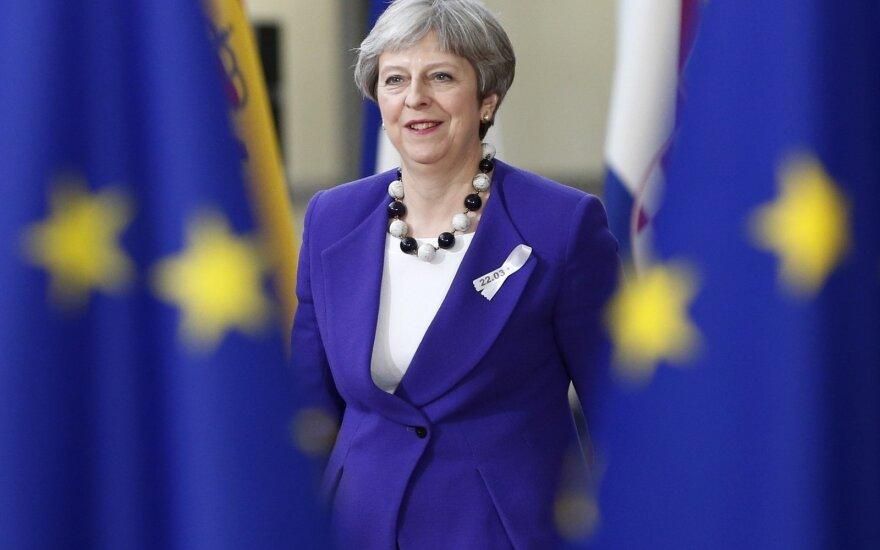 """Britų ministrė pirmininkė žada nesileisti į jokius kompromisus dėl """"Brexit"""" plano"""