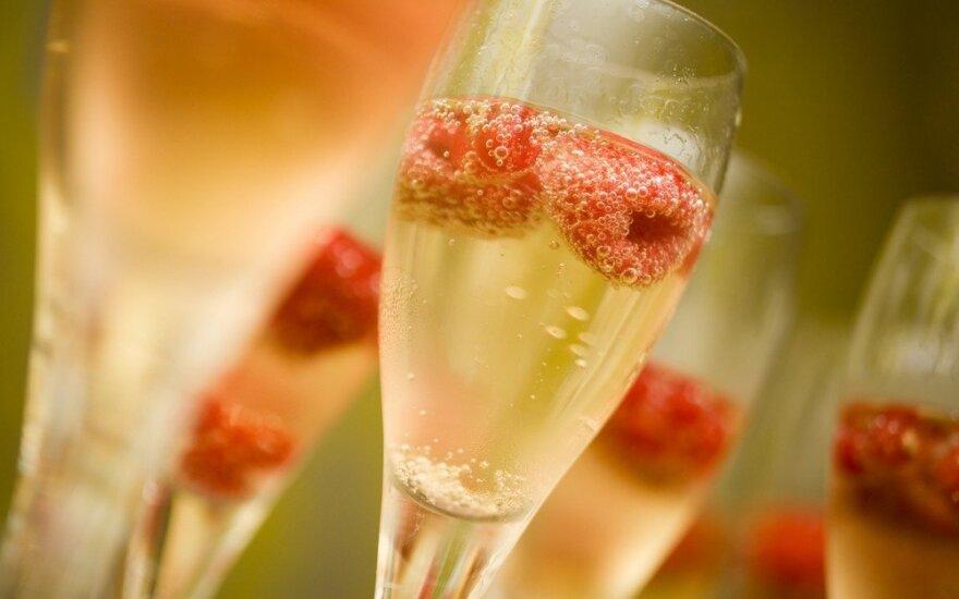 3 paprasti kokteiliai su putojančiu vynu