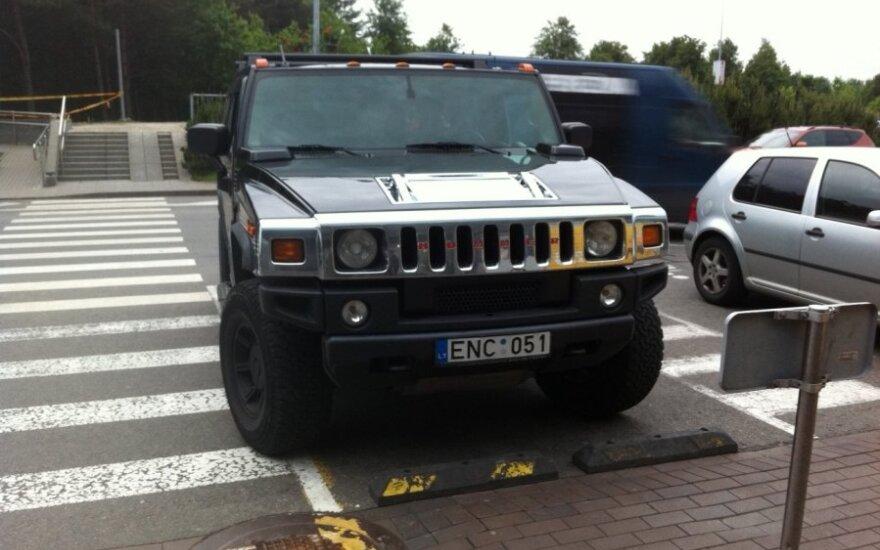 Vilniuje, prie PC Akropolis. 2012-06-05