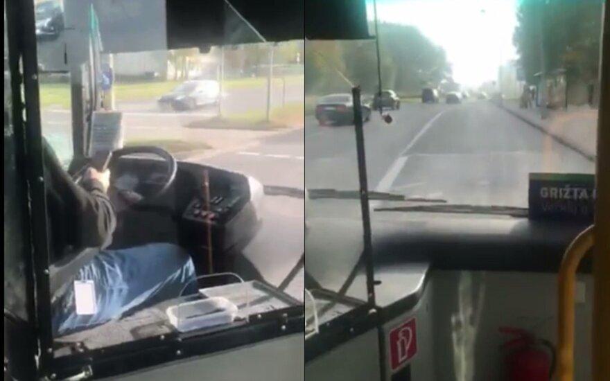 Užfiksavo pažeidimą: autobuso vairuotojas pusę kelio naudojosi telefonu