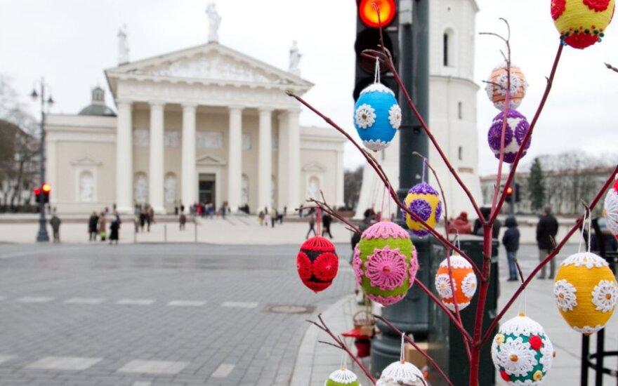 Velykų rytą į Vilniaus bažnyčias žmonės rinkosi pasidžiaugti Kristaus prisikėlimu