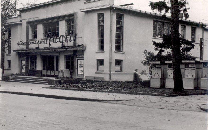 """Palangos kino teatras """"Naglis"""" apie 1970 m. Nuotrauka iš autorės archyvo"""