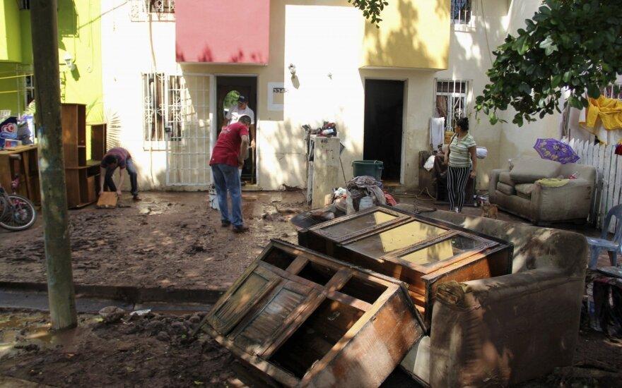 Tragiškos žinios iš Meksikos: potvynis darosi nevaldomas
