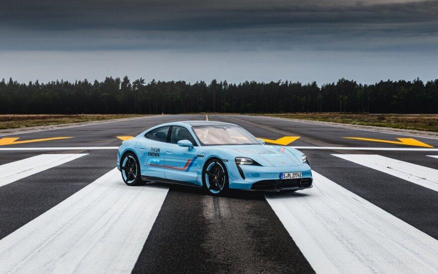 """Lietuvoje buvo filmuojamas unikalus """"Porsche"""" projektas"""