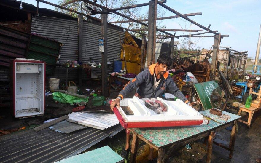 Ciklono aukų Bangladeše ir Indijoje skaičius padidėjo iki 24