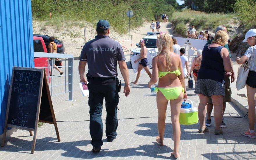 Karklės paplūdimyje žmonės liko šokiruoti: visiems matant vyras tenkino savo lytinę aistrą
