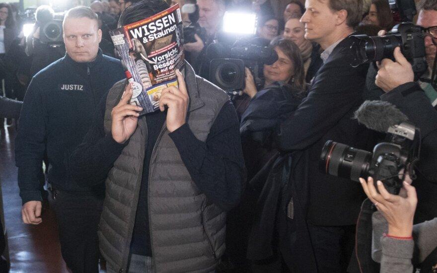 Keturi berlyniečiai teisiami dėl įspūdingos vagystės