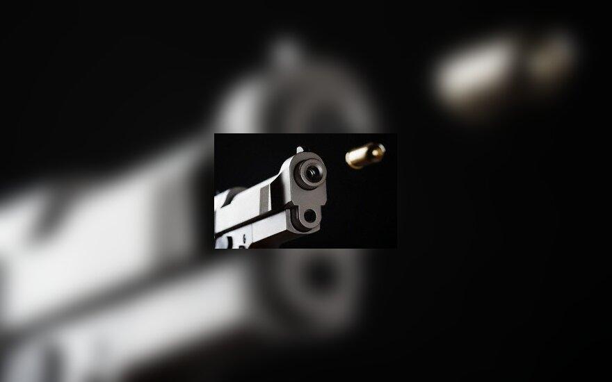 Varėnoje pensininkas ginklu apsigynė nuo jaunų užpuolikų – du peršauti