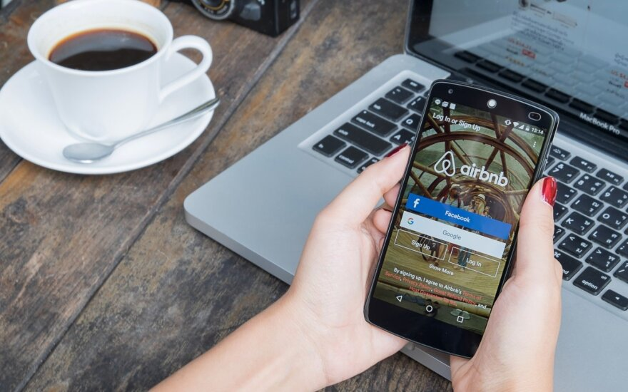 """""""Airbnb"""" prisiėmė naujus įsipareigojimus dėl veiklos ES rinkoje"""