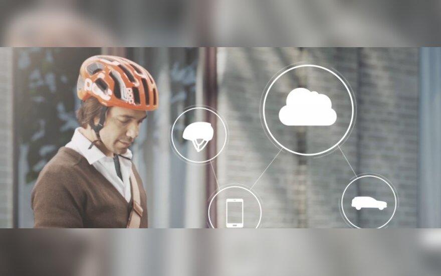 Sukurtas dviratininko šalmas, įspėjantis apie artėjantį susidūrimą su automobiliu