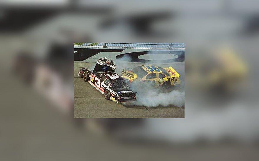 Avarija NASCAR trasoje