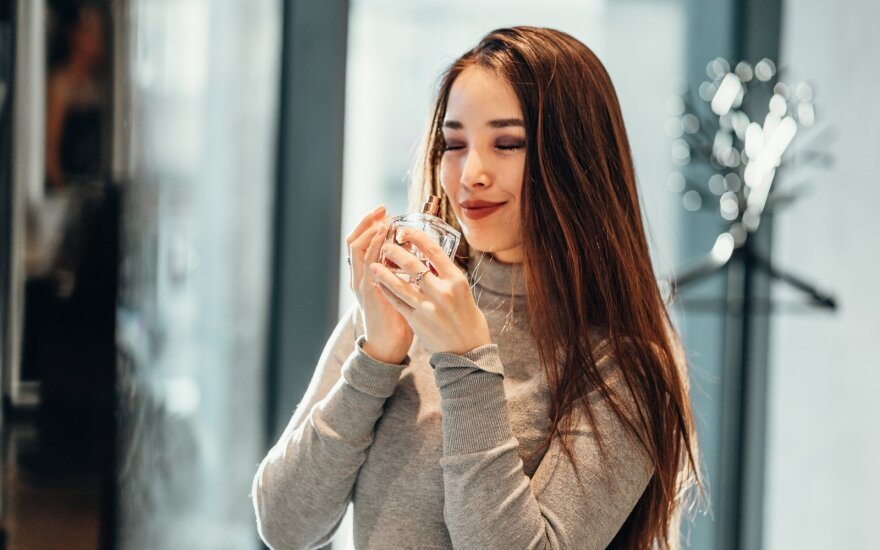 Ar gali kvepalai sugesti? Trys kriterijai, kurie padės nuspręsti, ar jūsų kvepalams jau laikas keliauti į šiukšlių dėžę
