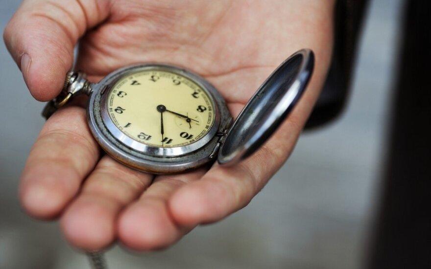 Kada reikia sukti laikrodžius ir kodėl šie metai yra ypatingi?