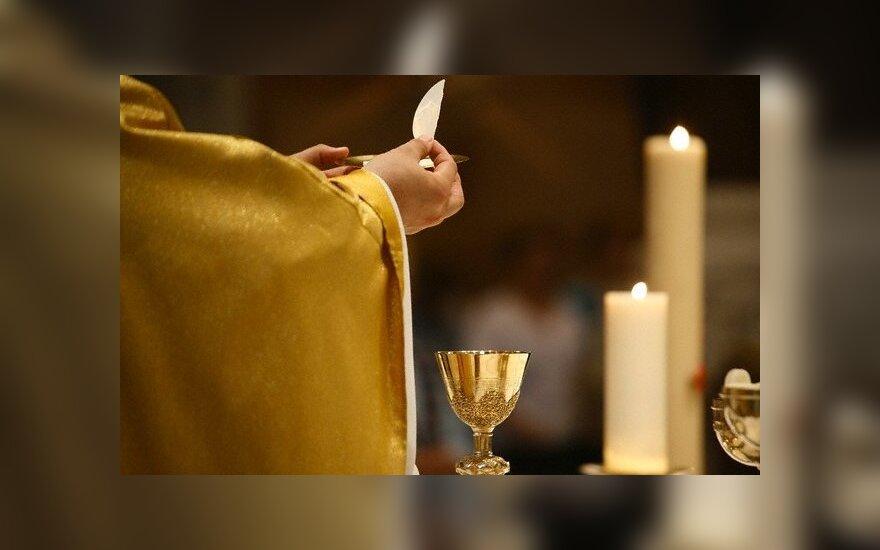 Bažnyčia auką priima ir banko kortelėmis