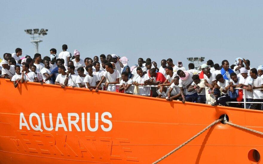 Šimtai migrantų įstrigo laive: JT ragina Italiją ir Maltą imtis veiksmų