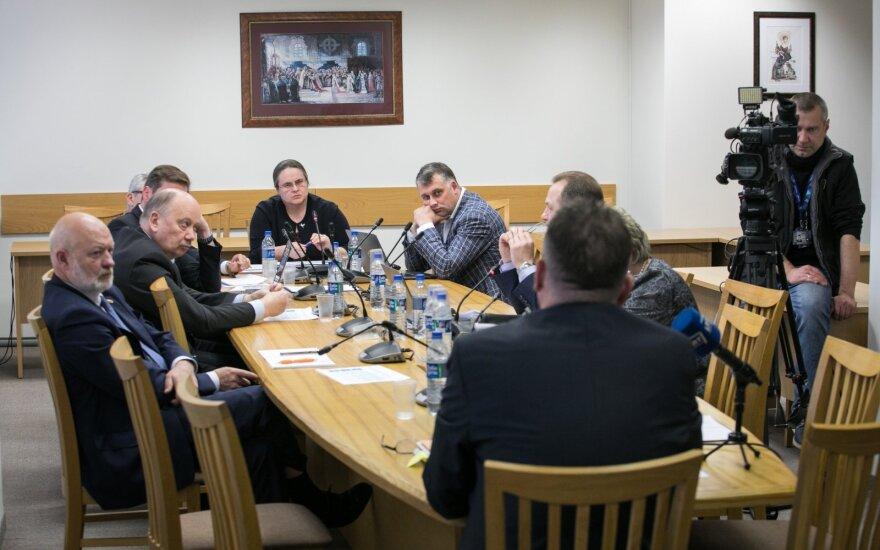 Nepavyko ir trečią kartą: neįteisino baudų už Seimo tyrimų komisijų reikalavimų nevykdymą