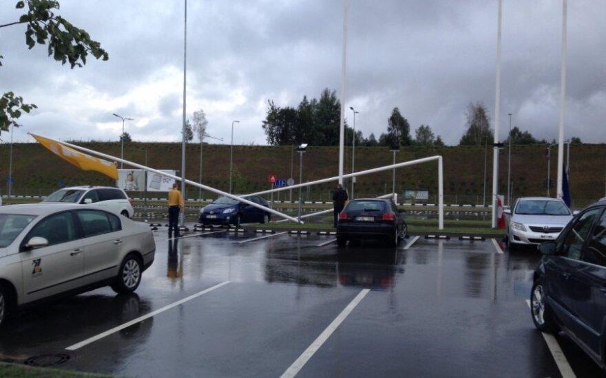 Vilniuje praūžė smarkus vėjas - neišvengta nuostolių