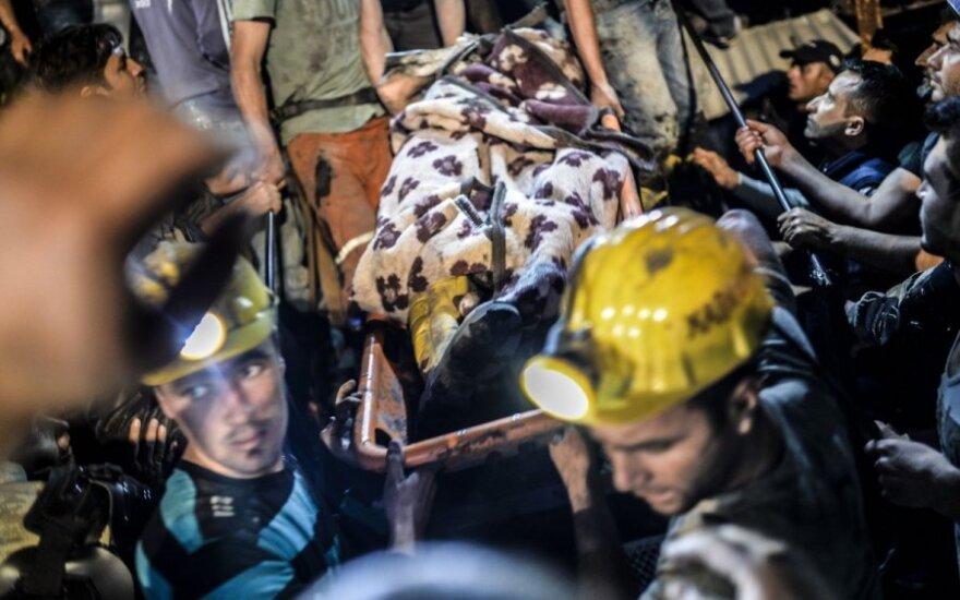 Tiriant nelaimę Turkijos šachtoje sulaikyti 25 asmenys