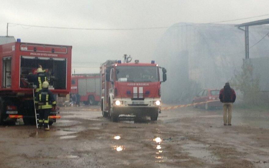 Klaipėdos danguje – gaisro dūmų debesys