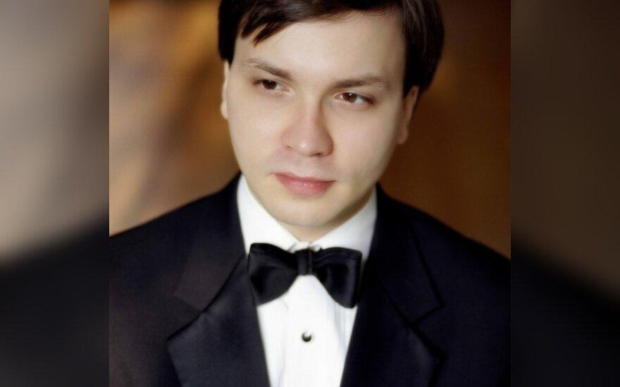 """Koncertų sezoną užbaigs """"mega virtuozu"""" vadinamas pianistas A.Grynyuk"""