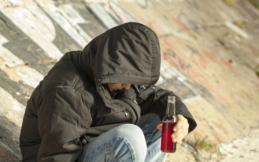 Tėvų nerimas dėl paauglių bandymų su alkoholiu – pagrįstas