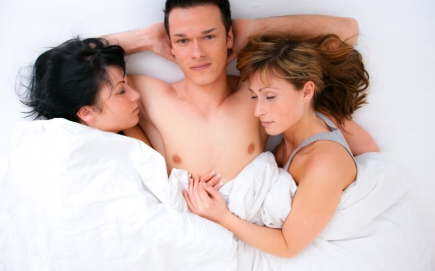 Meilė trise: ar pelnytai tai vadinama vyriška fantazija?