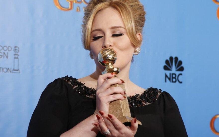 Adele kaklo papuošalas išdavė jos sūnaus vardą