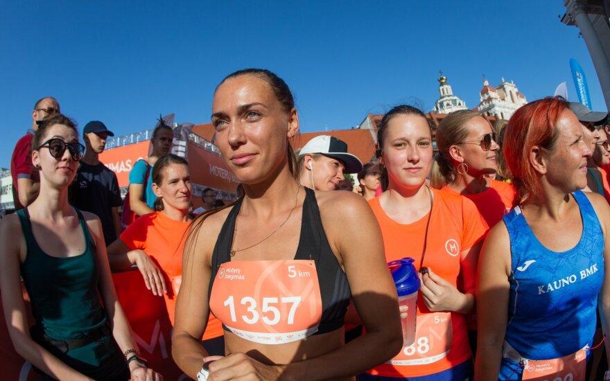 Vilniaus senamiesčio gatves užtvindė bėgančios moterys
