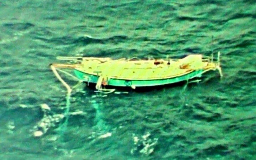 Indijos vandenyne apvirtus jachtai sužeistas indų jūreivis jau išgelbėtas