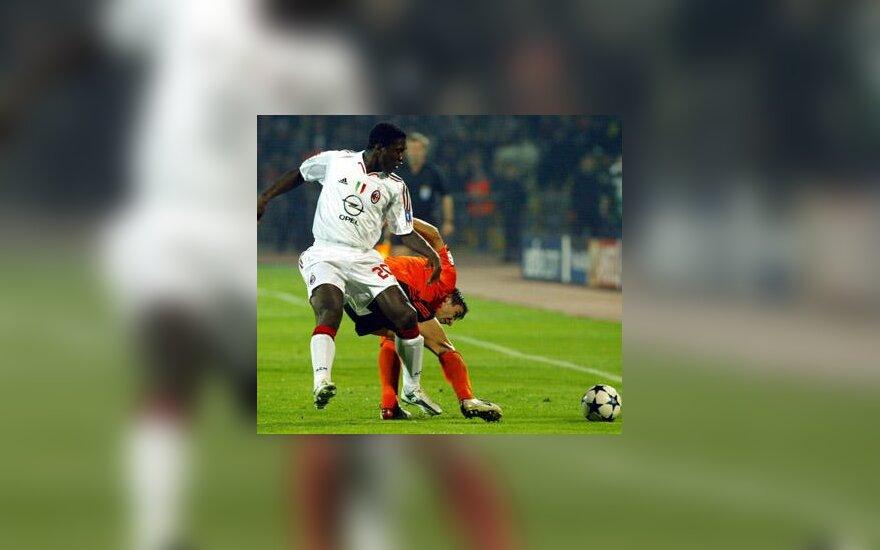 "Clarence Seedorf (""AC Milan"") vs. Dario Srna (""Šachtar"")"