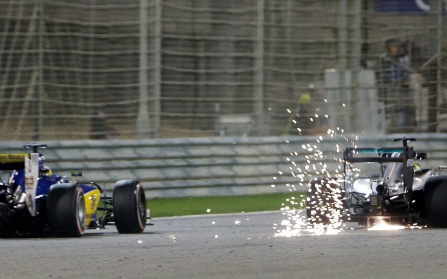 N. Rosbergas ir L. Hamiltonas toliau triuškino varžovus Bahreine