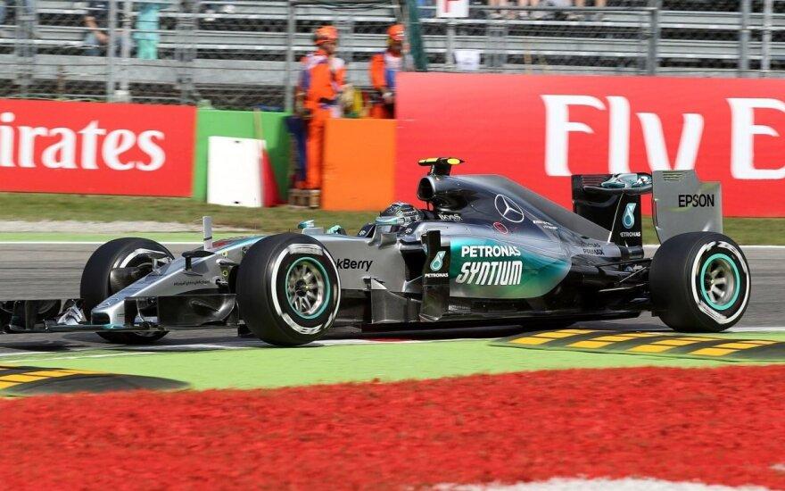 """Italijoje – """"Mercedes"""" pilotų dominavimas"""