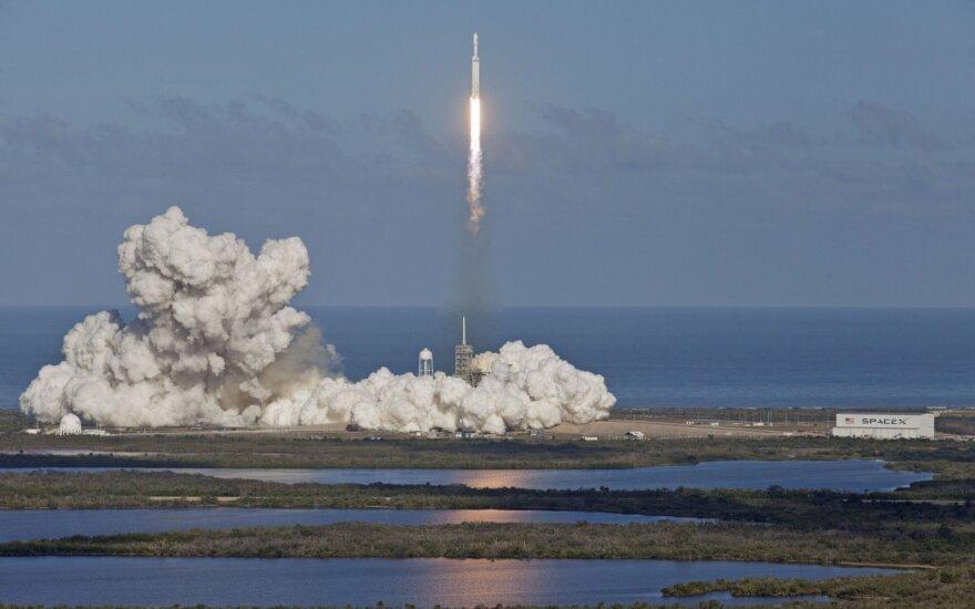 """Raketa """"Falcon Heavy"""""""