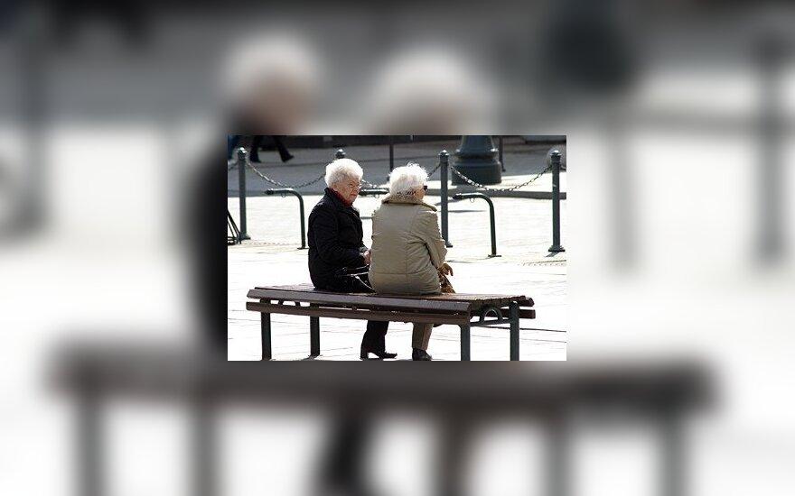 Pensininkų laukia gūdi žiema: pensijų didėjimą suris brangesnis šildymas ir maistas