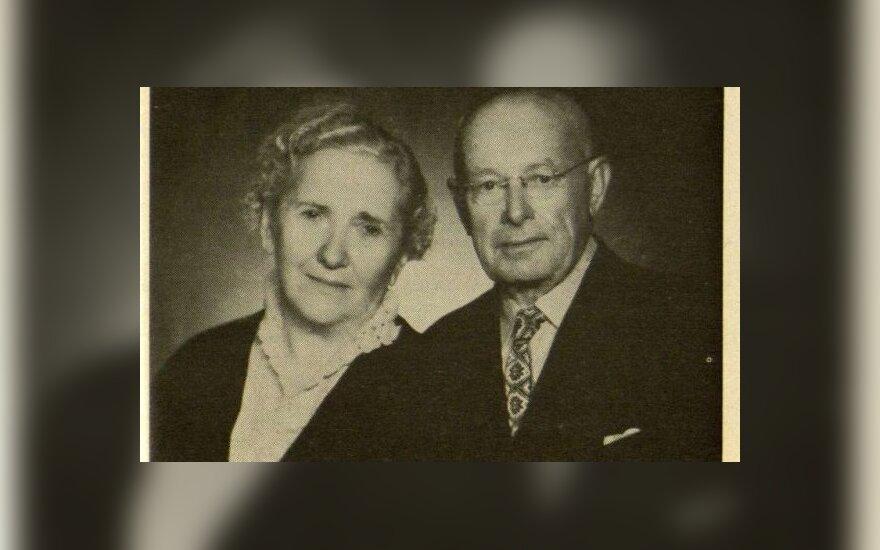 Ona ir Aleksandras Stulginskiai grįžę iš tremties