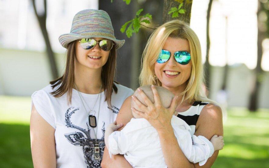 Rūta Mikelkevičiūtė su sūnumi Jonu ir dukra Dominyka