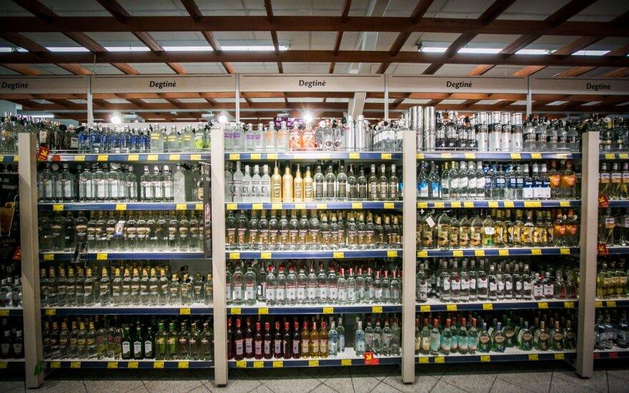 Vyriausybė spręs dėl naujų prekybos alkoholiu draudimų