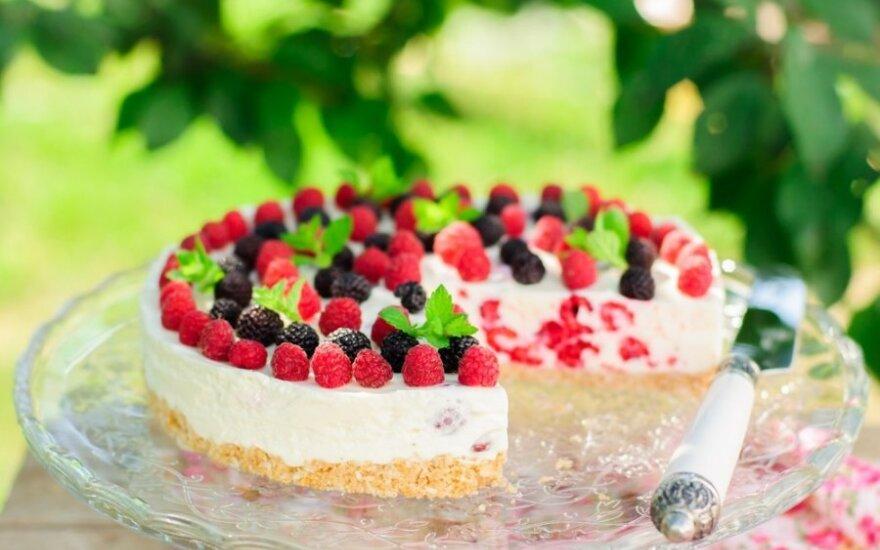 Gaivus varškės pyragas su avietėmis