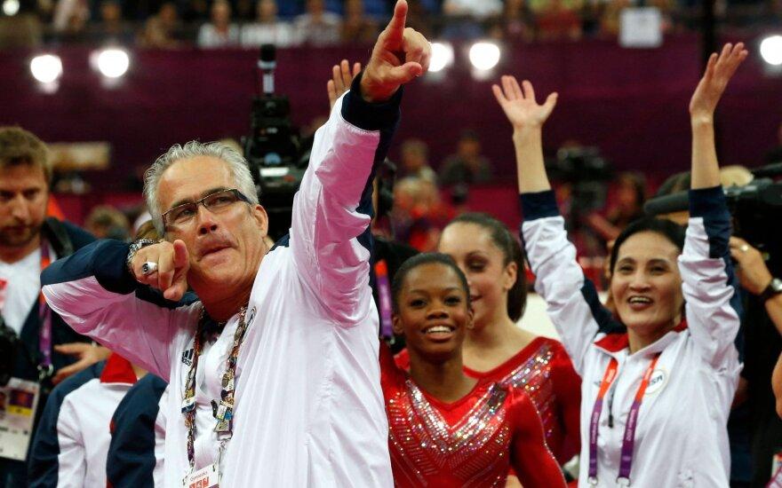 Johnas Geddertas triumfuoja su JAV gimnastėmis 2012-aisiais Londone