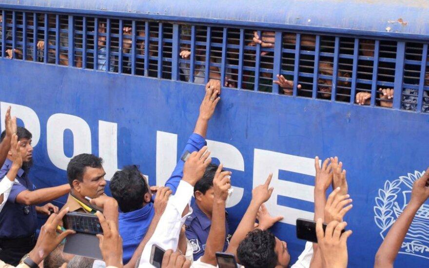 Bangladeše dėl brutalaus 19-metės sudeginimo mirti nuteista 16 asmenų