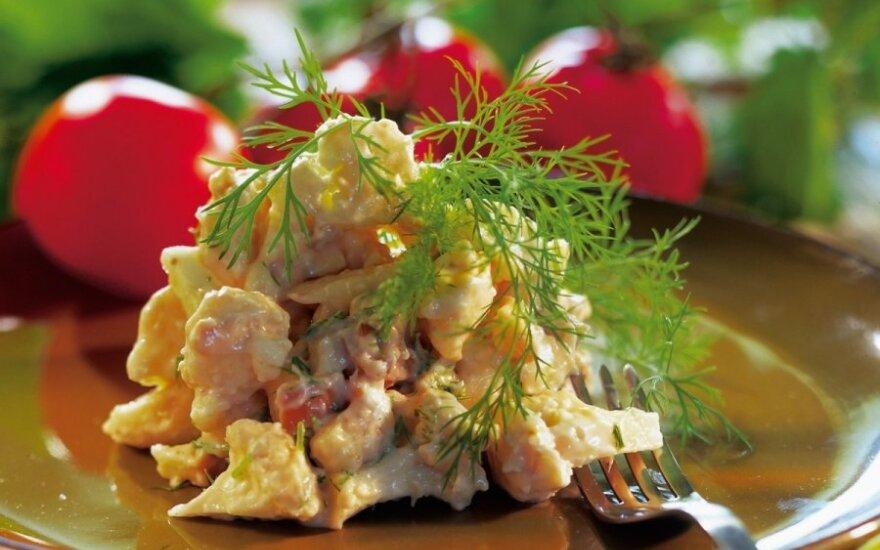 Žiedinių kopūstų salotos su rūkytu sūriu