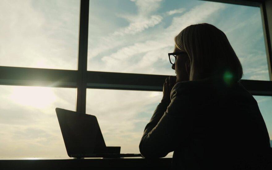 Kai norisi atostogauti, bet tenka dirbti: keturi patarimai ir technika, padedanti darbus baigti greičiau