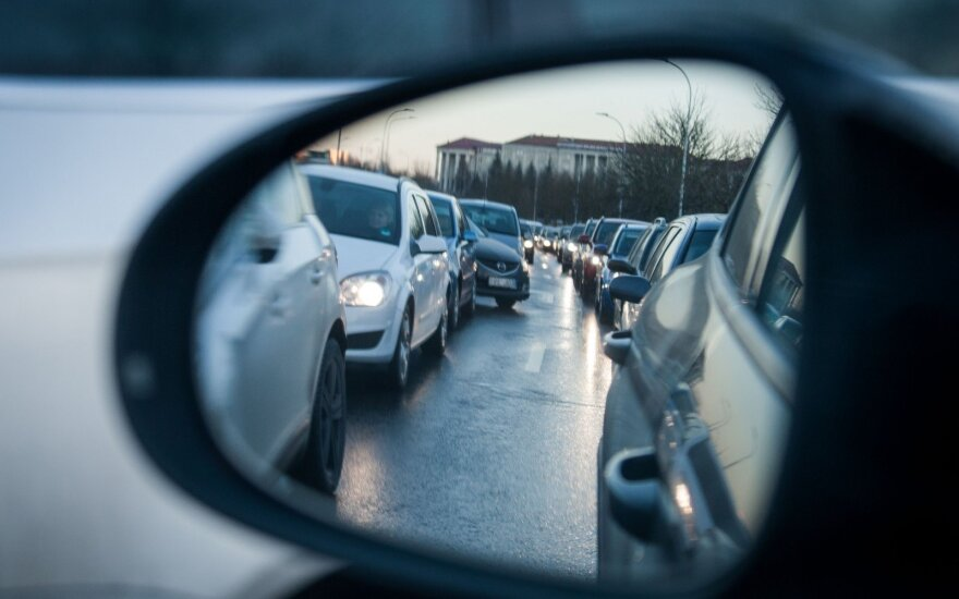 Masinių avarijų virtinė Vilniuje: iš viso apdaužyta apie 19 automobilių