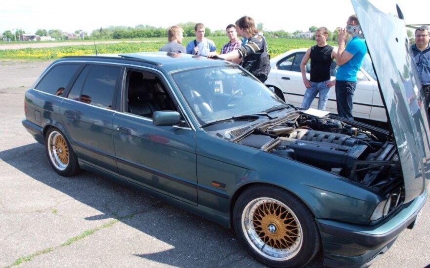 Aliejumi varomas BMW 525